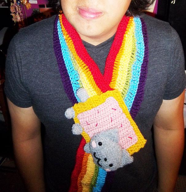 оригинальные вязаные шарфы - японский мульт-котэ на радуге