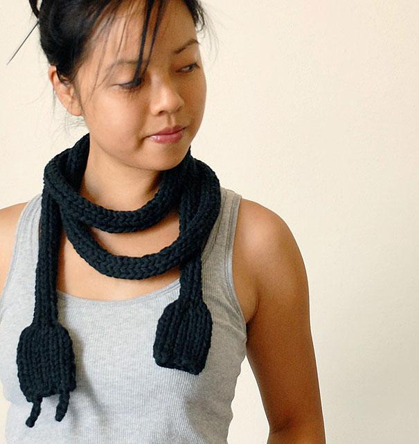 оригинальные вязаные шарфы - шнур питания и другие идеи для компьютерщиков