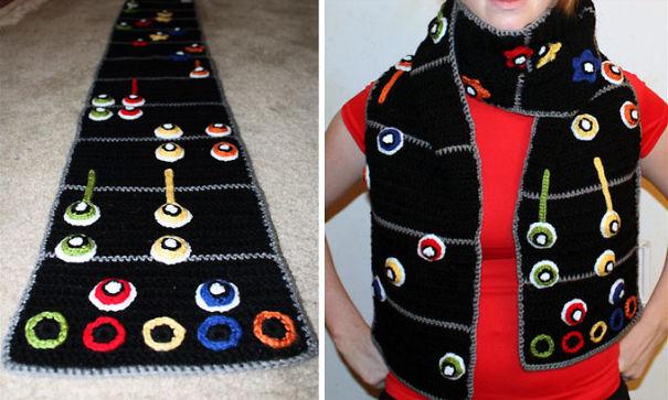 оригинальные самодельные вязаные шарфы - для поклонников игры «Guitar Hero»