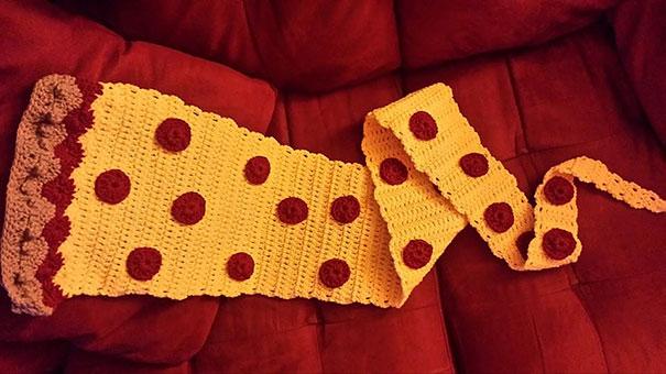 оригинальные самодельные вязаные шарфы - шарф-пицца