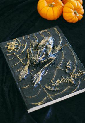 Как сделать декоративную книгу заклинаний для украшения дома на Хэллоуин