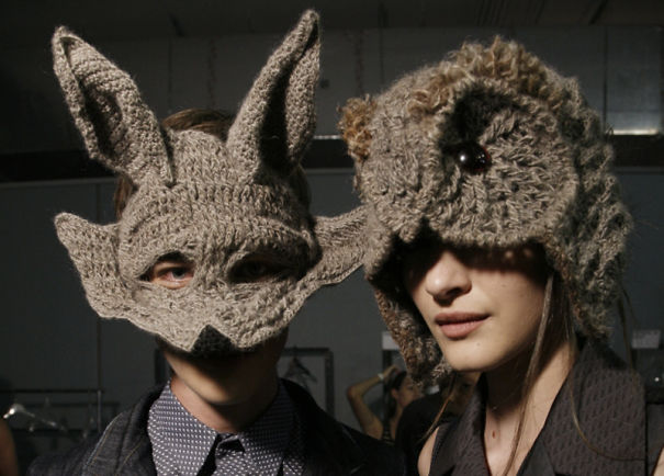 Оригинальные теплые шапки крючком: олень и сова