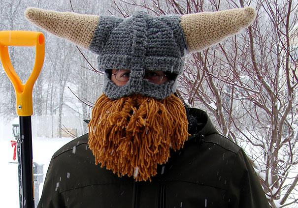 модель шапки-шлема викинга с короткой бородой