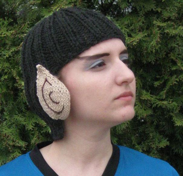 Вулканец Спок из «Звездного пути»: шапка в виде волос и заостренных ушей