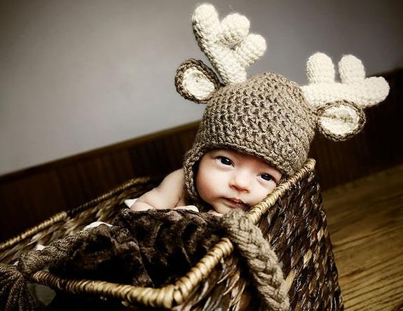 Вязаная шапочка с оленьими рогами уже для ребенка