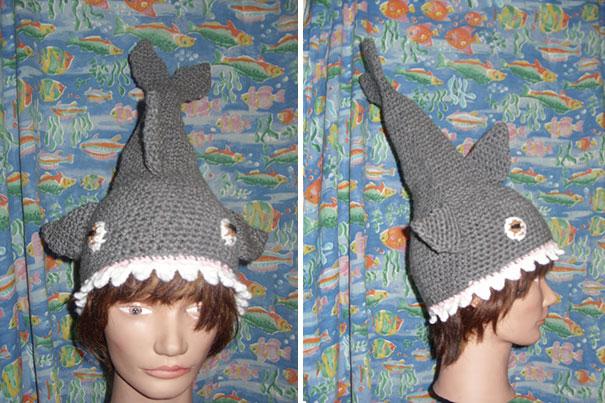 Шапка-акула, «съедающая» вашу голову