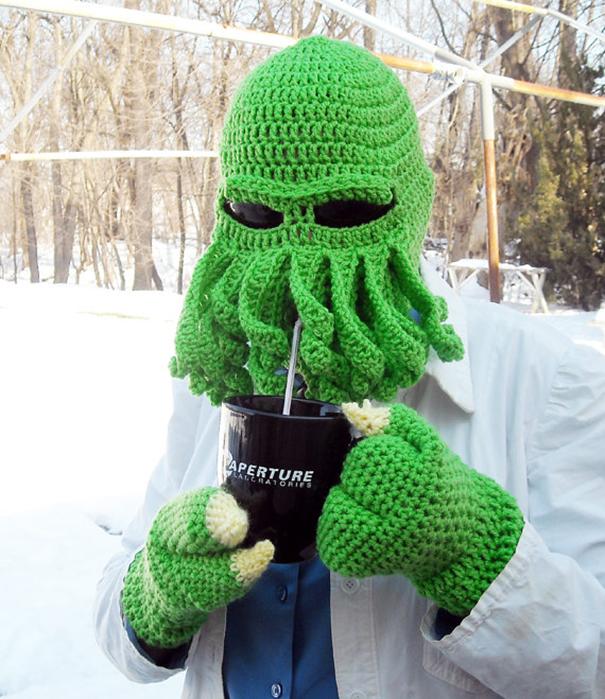 Вязаная шапка для лыж и сноубординга в виде головы Ктулху с вставенными солнцезащитными линзами