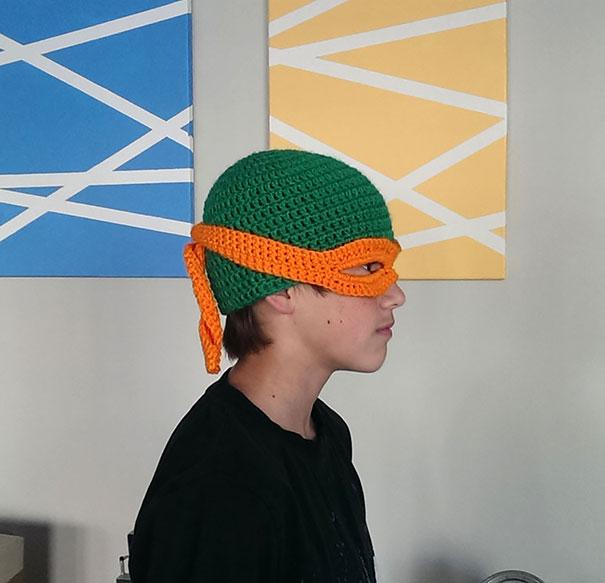 Вязаная шапка-голова черепашки-мутанта Микеланджело из «Черепашек-ниндзя»