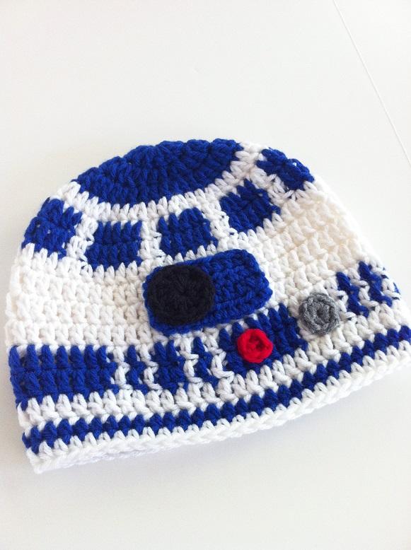 Вязаные шапки: клон-десантник и робот R2-D2 из «Звездных войн»
