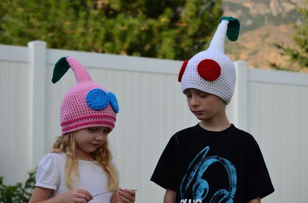 шапки в виде героев игры «Pikmin»