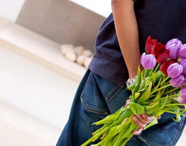 Как преподнести цветы и удивить дорогого вам человека