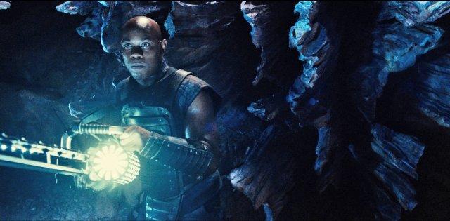 фильм «Риддик 3» (Riddick) 2013, осень, кадр из фильма, крутой инструмент