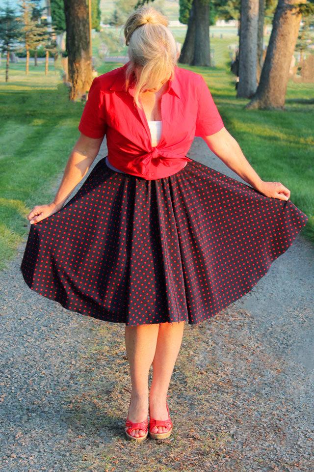 Из одного слоя присобранной сетки в подъюбнике-кринолине получится юбка средней пышности