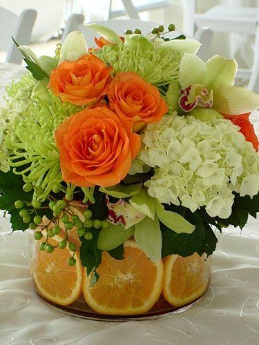 выложить вазу для букета лимонными дольками