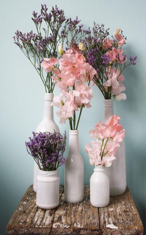 Составляйте не букет, а композицию из отдельных веток с цветами в разных, но в чем-то однотипных «вазах»