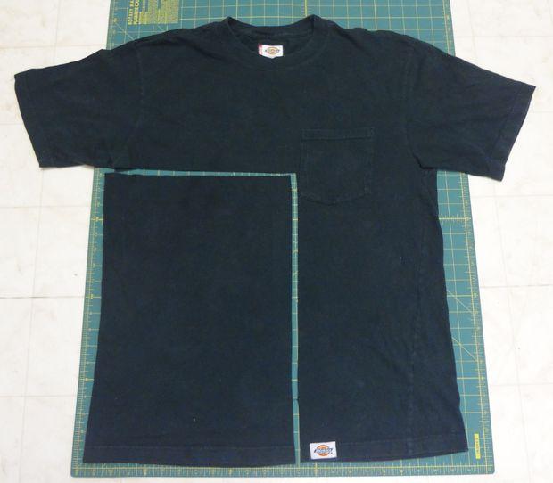 В случае футболки режьте, как показано здесь: сдвоенную деталь сбоку.