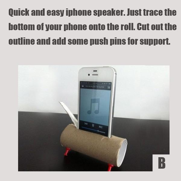 Нужна колонка для смартфона, а ее-то и нет под рукой? Обведите низ телефона на картонном рулоне от туалетной бумаги по центру рулона в длину, вырежьте эту полоску, вставьте телефон внутрь.