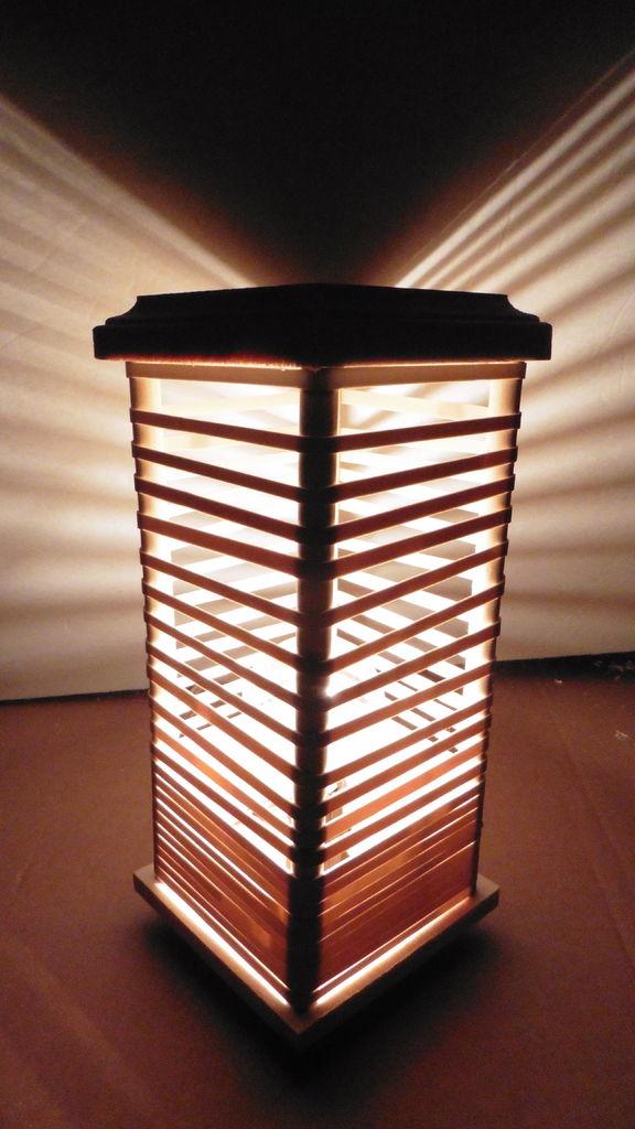 готовая настольная лампа из резинок