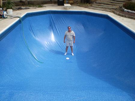 для бассейна с виниловым покрытием это может быть дыра в покрытии