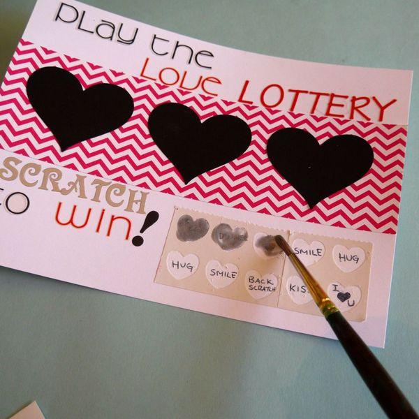 закрашивание самодельного лотерейного битела серебряной краской