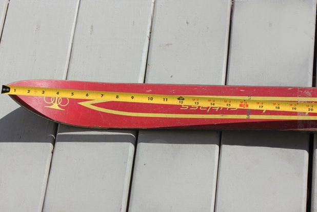Измерьте длину лыжи, чтобы определить, где размещать стопки-шоты