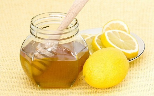 дольки лимона и мед