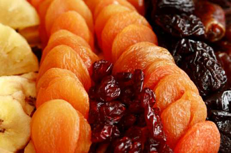 Чем более разнообразные сушеные фрукты попадут в компот, тем лучше