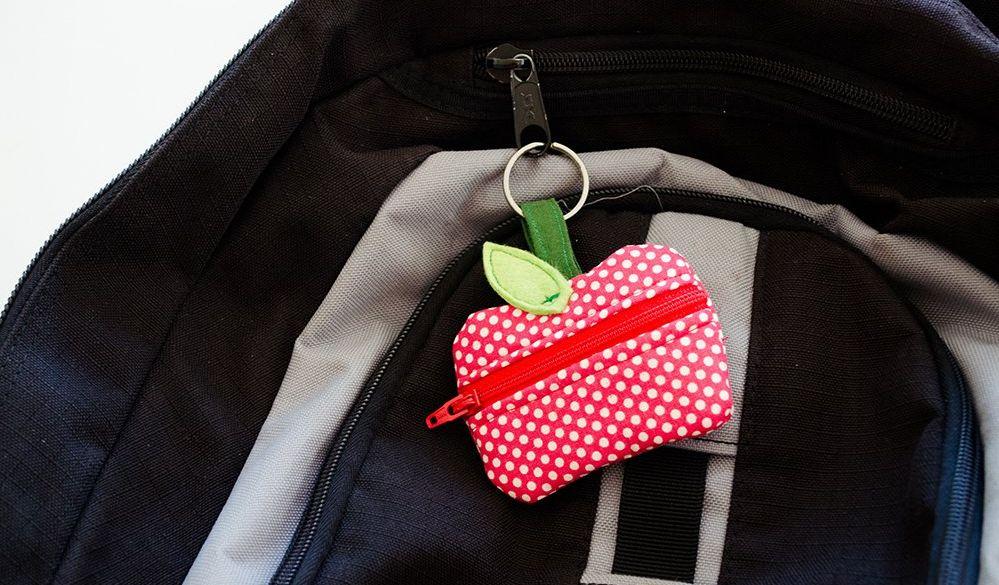 Как легко сшить детский кошелек для монет в виде брелока?