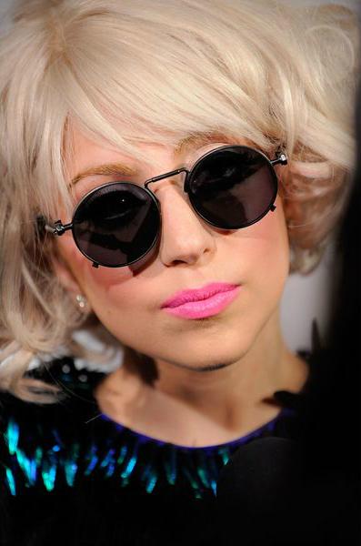 Леди Гага (Lady Gaga) - модный весной 2014 цвет помады детский розовый