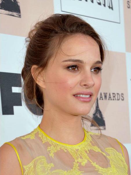 Натали Портман (Natalie Portman) - модный естественный цвет помады, весна 2014