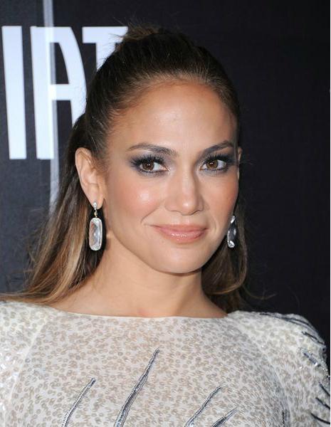 Дженнифер Лопес (Jennifer Lopez) - модный весной 2014 карамельный цвет помады