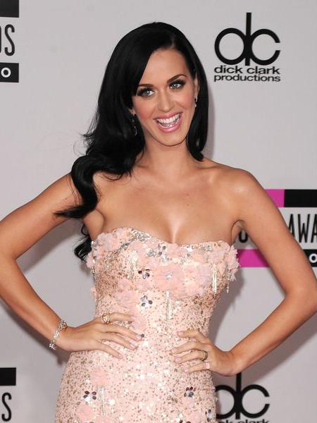 модный цвет волос лета 2013 цвет воронова крыла у певицы Кэти Перри (Katy Perry)