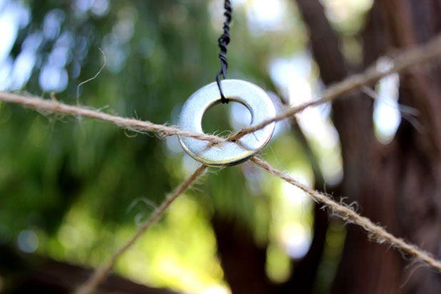 веревки в кольцо, к кольцу несколько слоев проволоки