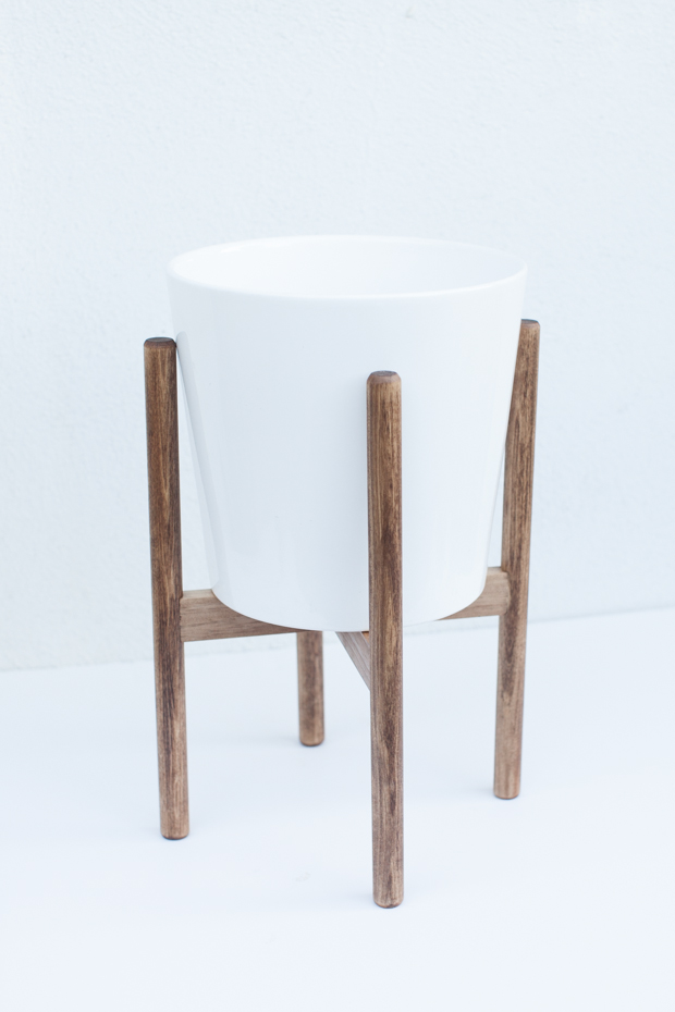 готовая минималистичная стойка для цветочного горшка в стиле модерн