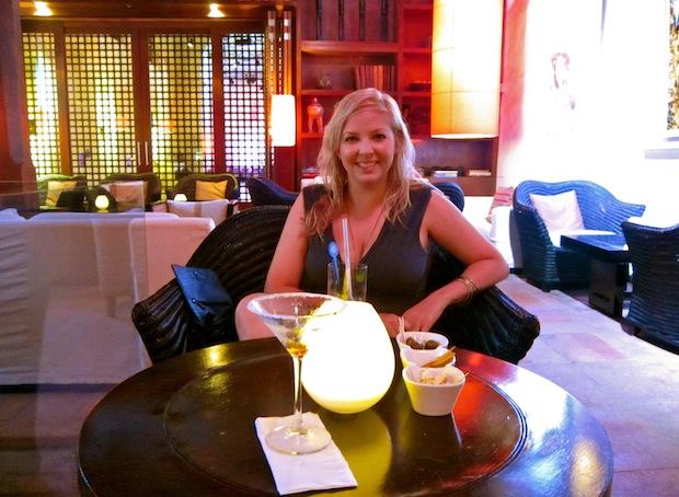 приятное времяпрепровождение в баре исторического отеля Sofitel в Картахене, Колумбия