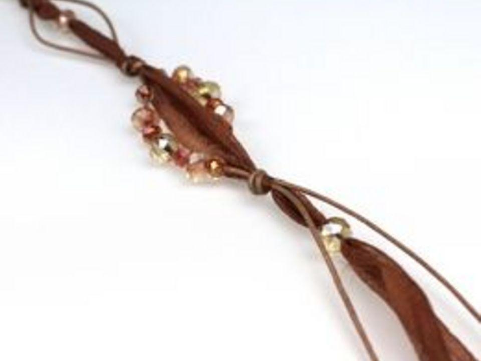 Как сделать модное ожерелье из ткани и бусин