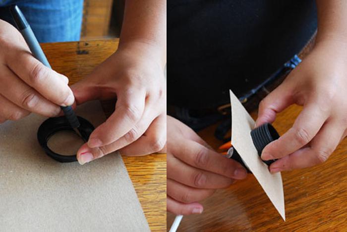 вырежьте квадрат с отверстием из картона