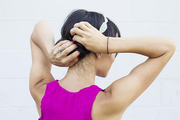 закрепите длинный пучок сверху несколькими шпильками