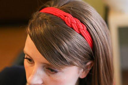 готовая повязка на волосы из веревок с морским узлом на девушке