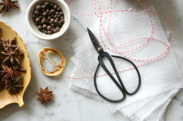 Как приготовить и использовать погружные специи (Mulling Spices)