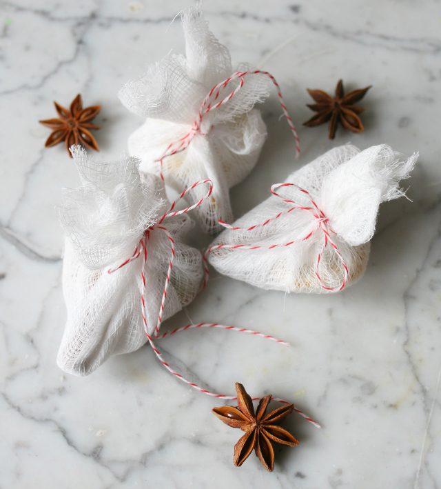 Готовые самодельные мешочки с погружными специями (Mulling Spices) - новые кулинарные тренд в согревающих зимних напитках