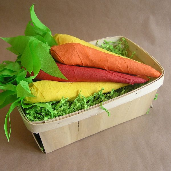 сувенирные морковки-сюрпризы с угощением и сокровищами на Пасху