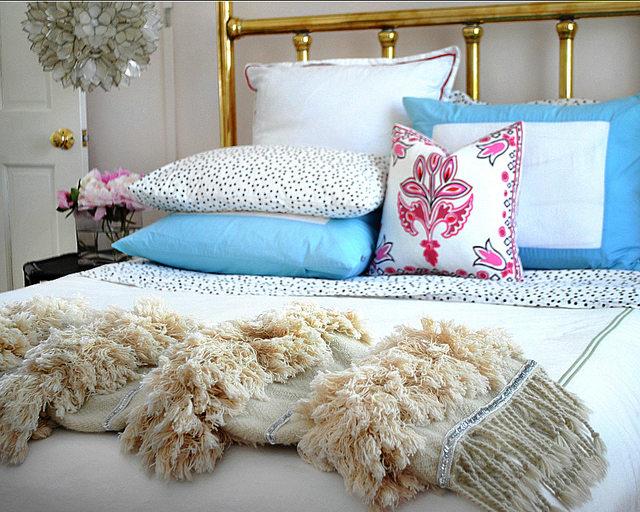 Как добавить в интерьер спальни этническую ноту: шьем марокканское свадебное покрывало
