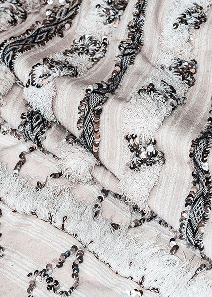Как добавить в интерьер гостиной этническую ноту: шьем марокканское свадебное покрывало