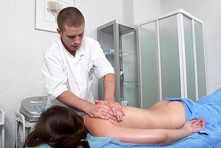 Как различаются навыки мануального терапевта и обычного массажиста