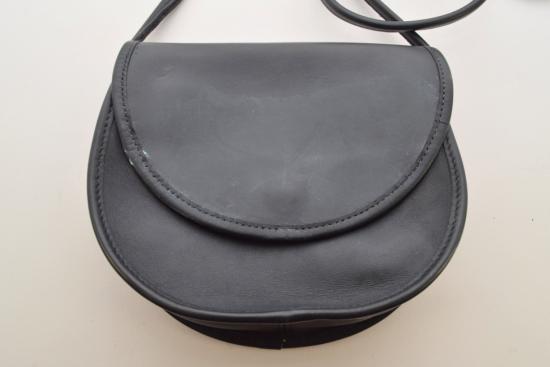 Как декорировать обувь или сумку модными мраморными разводами