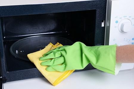 Как быстро очистить микроволновку от жира?