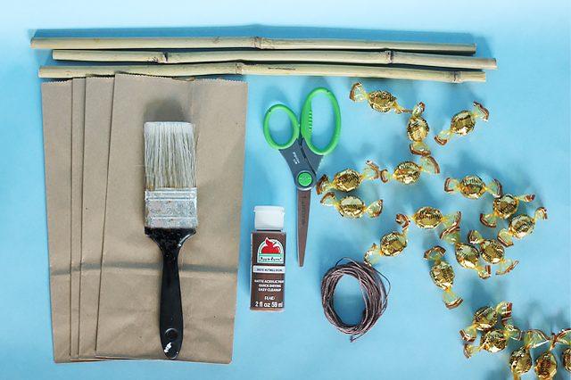 Как сделать тематический подарочный мешок в виде метлы с конфетами на Хэллоуин, вечер по Поттеру или русским традициям - исходные материалы