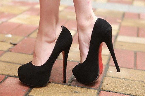 туфли на высоком каблуке и подошве