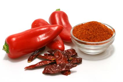 Из жгучего красного перца (cayenne pepper) можно делать крайне полезные для организма во многих направлениях настойки